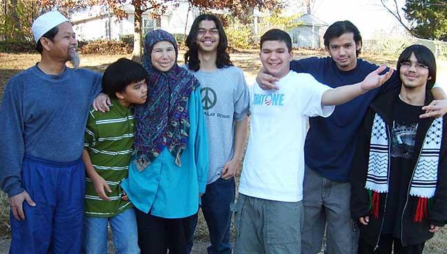 Keluarga Jitmoud.