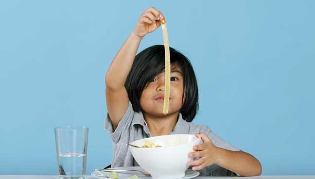 US-kids-trying-Malaysian-food