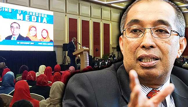Salleh Said Keruak berucap di depan lebih 100 peserta dalam program Women Power Talk 2017 di Pusat Dagangan Dunia Putra.