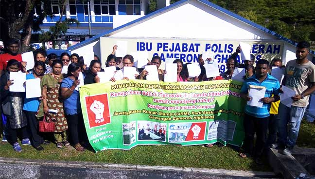 B40 Cameron Highlands residents in front of Cameron Highlands police station.