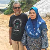 Kampung Felcra resident resident Zulaini Zainuddin with his wife.