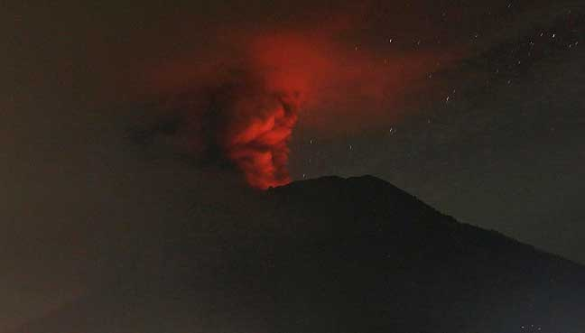 Bali volcano spews smoke for second time in a week