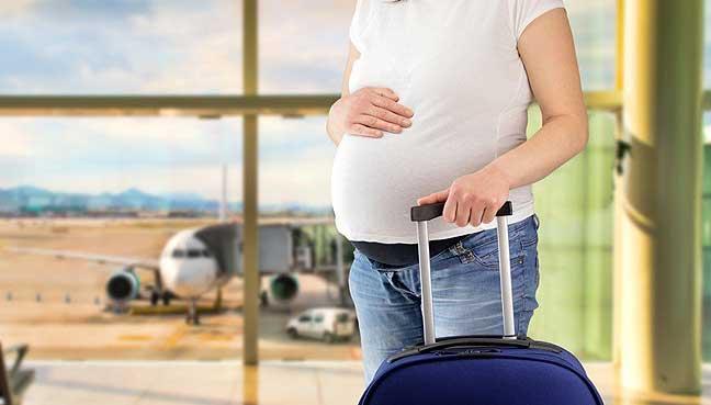 """孕妇和母乳喂养的女性旅行到疾病如疟疾和黄热病的高风险的地方比其他受保护的女性旅行者疫苗和药物,美国最近的研究表明</p> <p>研究小组在""""妇产科""""杂志中写道,由于怀孕和哺乳期间一些预防性药物和疫苗的安全性缺乏信息,可能是一些患者和医生避免使用这些药物的原因之一</p> <p>费城宾夕法尼亚大学护理学院的Diane L. Spatz说:""""(有)对孕妇和哺乳期妇女的研究极其缺乏,特别是与用药和接种疫苗有关。""""研究。</p> <p>新海德公园纽约Steven和Alexandra Cohen儿童医疗中心的Stefan HF Hagmann及其同事分析了来自美国旅游诊所财团Global TravEpiNet的患者信息,该联合会收集了有关诊所用户计划的数据国际旅行。</p> <p>旅游诊所通常专门提供建议,免疫接种和预防性药物,是特定国外目的地需要或推荐的</p> <p>其他来源,如美国疾病控制和预防中心(CDC),也发布关于疾病暴发的旅行建议,并推荐目的地特定措施</p> <p>研究小组写道,孕妇更易患某些传染病,包括疟疾和流行性感冒,在某些情况下会出现更严重的症状</p> <p> Hagmann的研究小组比较了2009年至2014年期间在全球24家TravEpiNet会员诊所接受巡诊前的170名孕妇,139名母乳喂养妇女和1,545名非孕/哺乳妇女的数据。</p> <p>他们发现,大多数怀孕和哺乳期妇女打算前往热带目的地,蚊子传播的疾病,如疟疾,登革热或黄热病通常存在;多达三分之一的怀孕旅行者前往美洲地区,自从进行这项研究以来,已经经历了基孔肯雅病和寨卡病毒流行</p> <p>在北半球流感季节期间,大多数怀孕和哺乳期妇女接受了流感疫苗接种或在诊所就诊期间接受了一枪</p> <p>伤寒和甲型肝炎是门诊就诊期间怀孕和哺乳妇女最常用的疫苗。尽管如此,这些女性在接受这种疫苗接种期间,与非妊娠,非母乳喂养的女性相比,其可能性只有一半。</p> <p>全年有疟疾流行国家的旅行者中,约有50%怀孕或哺乳期妇女接受预防性药物治疗,而未怀孕的非母乳喂养妇女则为73%</p> <p>研究作者指出,尽管风险较高的旅游目的地,在某些情况下,疫苗和药物被旅行者拒绝,或由医疗保健从业者隐瞒,可能是因为使用某些疫苗的风险有限,如伤寒和黄色发热以及抗生素药物在怀孕期间</p> <p> Spatz说:""""我对这项研究的发现并不感到惊讶。 """"我不相信大多数妇女在旅行之前寻求具体的旅行保健服务,他们的初级保健服务提供者可能会或可能不会就这些问题与他们交谈。""""</p> <p>总的来说,怀孕的旅行者使用的伤寒疫苗,可能危及生命和日益多重耐药的疾病,甲型肝炎,在较贫穷的国家常见感染。怀孕和哺乳的旅客也比待用抗生素治疗腹泻的对照组获得更少的临时处方</p> <p>哈格曼没有回应征求意见的要求,但研究小组承认其报告存在局限性,值得注意的是在全球TravEpiNet诊所看到的女性可能并不代表所有怀孕或哺乳的女性旅行者</p> <p>南加州大学洛杉矶Keck医学院的Diana E. Ramos博士说,提供者和旅行者必须提高旅行顾问的认识,他们没有参与研究。</p> <p>拉莫斯在一封电子邮件中说:""""我们需要鼓励公众主动地研究他们的风险,如果怀孕的话,他们的胎儿是否会冒险,""""</p> <p> </p> <div> <p><img loading="""