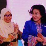 Rosmah (kanan) bersama Pengerusi Lembaga Pentadbir Bangunan Bakti Siti Hasmah Datuk Seri Aishah Ong (dua dari kiri) dan Pengarah Pusat Permata Kurnia Prof Hasnah Toran (dua dari kanan) di gimik pelancaran.