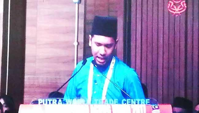 Ahmad-Syazwan-Shah-Headan-In-tears-Umno-delegate-1