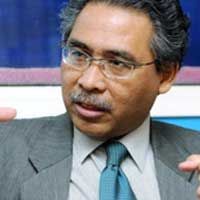 Azmi believes even though Mahathir is heading the PH coalition, both PKR and DAP may be suspicious of the former PM.