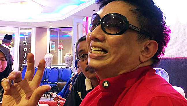 Kuala Lumpur Television Personality Azwan Ali Today Condemned Popular Singer Sheila Majid Over Her Posting On Twitter Seen As Criticising The Governments