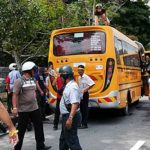 Cops-tame-unruly-crowd-protesting-against-phantom-voters-3