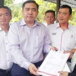 DAP-Anthony-Loke-submitting-the-party-CEC-list-to-RoS-officer-1