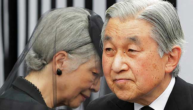 Japanese-emperor-Akihito-worked-to-console-the-people