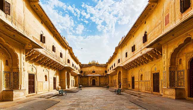 Madhavendra-Palace,-within-Nahargarh-Fort-in-Jaipur