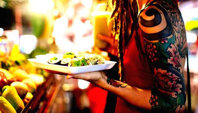 "food""width =""648""height =""369""在一项新的全球调查中用餐,发现食物将在我们的2018年旅行计划中发挥比以前更大的作用</p> <p>根据Booking.com对26个国家超过18,500名受访者的调查结果,41%的旅行者表示计划在2018年旅行期间寻求新的饮食和饮料体验。</p> <p>相比2017年的29%。</p> <p>最重要的食物?超过三分之二(64%)表示,他们将在2018年寻找目的地的当地美食。</p> <p>同样,22%的旅客表示,他们明年的旅行选择将仅仅基于目的地的食物供应,而四分之一的受访者同意他们积极避免餐饮选择不佳的目的地或""美食家的场景""。</p> <p>然而,饮食的定义因旅客而异。</p> <p>一半的受访者表示,他们在2018年的食物优先考虑将参观街头市场和吃当地人。街头食品的首选?泰国首都曼谷,连同台北,河内,伊斯坦布尔和马来西亚乔治城。</p> <p>然而,五分之一的受访者对于吃得好的定义是坐在米其林星级餐厅。热门的目的地是罗马,迪拜,巴黎,圣保罗和伦敦。</p> <p>但是多年来,味蕾已经变得更加复杂,厨师们也会做好自己的游戏,一半的受访者表示,他们计划在食品方面更加冒险。同样,有类似的比例表明,他们将在假期期间寻求更独特的用餐体验</p> <p> </p> <div> <p><img loading="