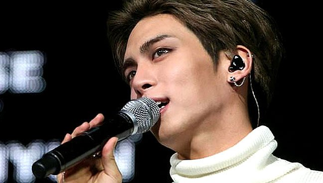 Pop Star Jonghyun's Funeral Held Amid Scene of Sorrow