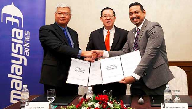 (From left) Malaysia Airlines Berhad head of sales Yeoh Hock Thye, Penang Chief Minister Lim Guan Eng, and Penang Convention and Exhibition Bureau (PCEB) chief executive officer Ashwin Gunasekeran after the signing of the strategic partnership agreement between MAB and PCEB here today.