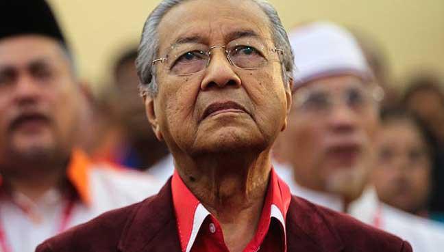 dr mahathir Tun dr mahathir mohamad membuka negara kepada pelaburan asing, mengurangkan halangan kepada perdagangan antarabangsa, menswastakan beberapa ejensi dan perkhidmatan kerajaan, di samping mewujudkan infrastruktur fizikal bertaraf dunia.