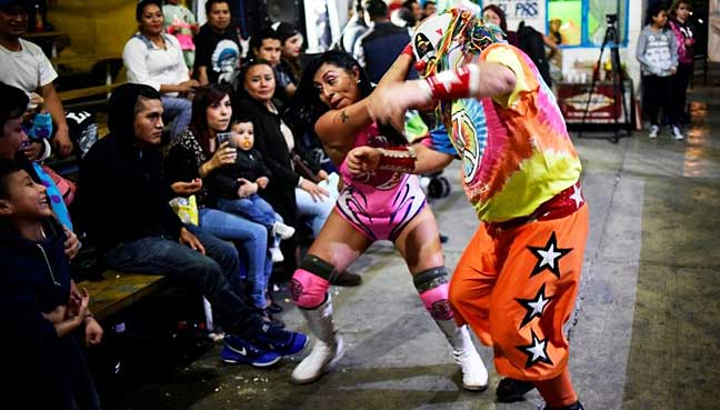 Mexican-women-wrestlers-wage-war-of-sexes