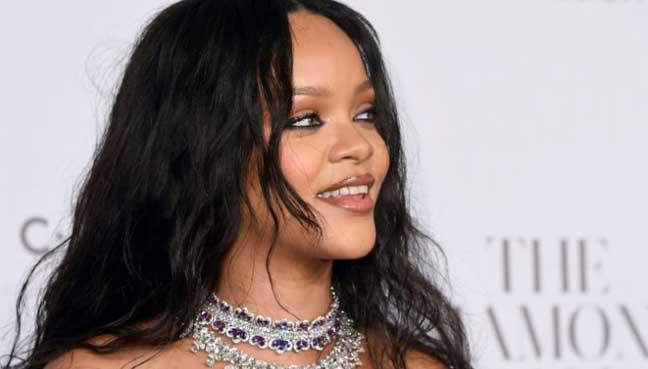 Rihanna-presses3