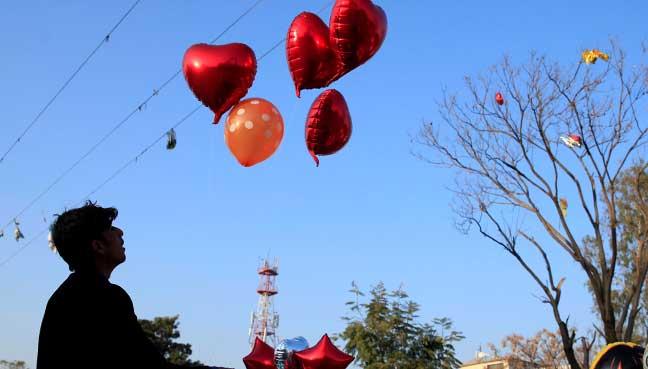 Pakistan warns media of Valentine's Day ban — VULGAR WESTERN IMPORT