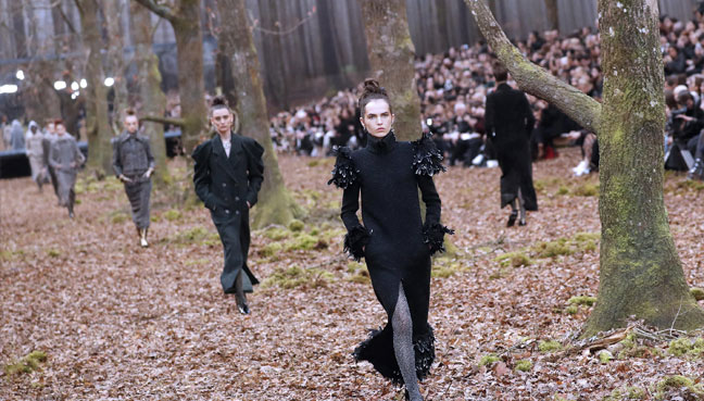 CHANEL-TREES-FASHION-SHOW-PARIS-AFP-RELAX