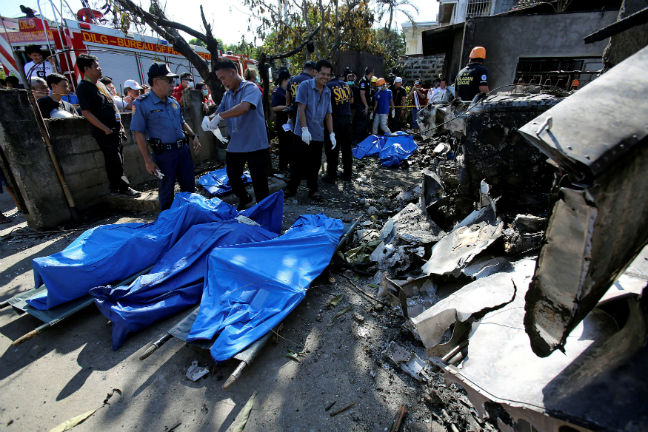Passenger plane slams into house in Philippines, killing 10