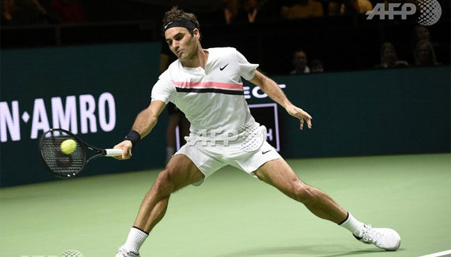 Switzerland's Roger Federer plays a forehand return to Netherlands Robin Haase during their quarter-final singles tennis match for the ABN AMRO World Tennis Tournament in Rotterdam.(AFP pic)
