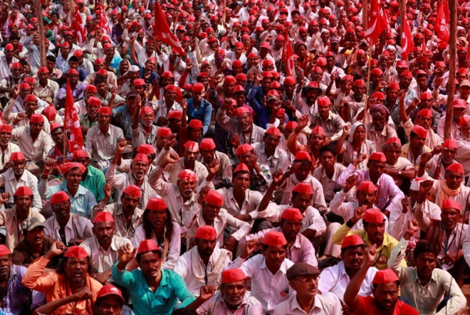 30000 farmers head towards Mumbai from Nashik to protest against central government