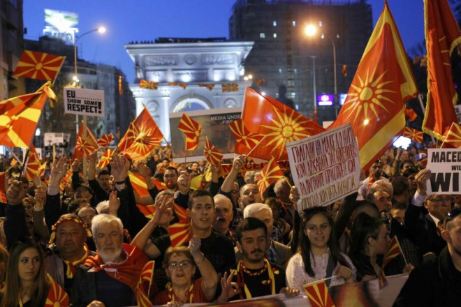 Macedonian parliament adopts controversial language law amid tensions
