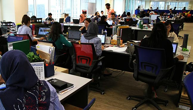 office-workers-malaysian-1