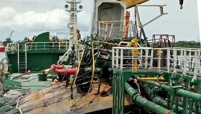 Kapten kapal, pekerja limbungan cedera kapal tangki meletup   Free on