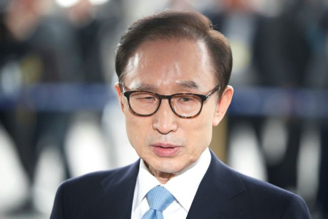 Prosecutors to indict ex-President Lee over corruption charges