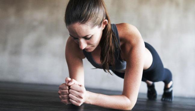 7 Manfaat Plank bagi Kesehatan Tubuh