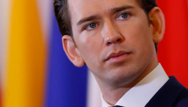 Austria to demand refugees' cash & phones under govt initiative