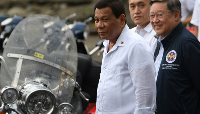 Mouth gets Duterte in trouble again, this time for kiss