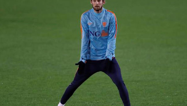 Manchester United agree deal to sell Daley Blind to Ajax