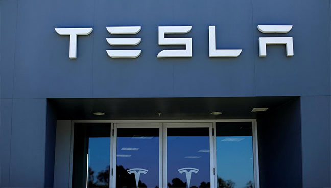 Tesla forms three-member panel to decide on any Musk deal
