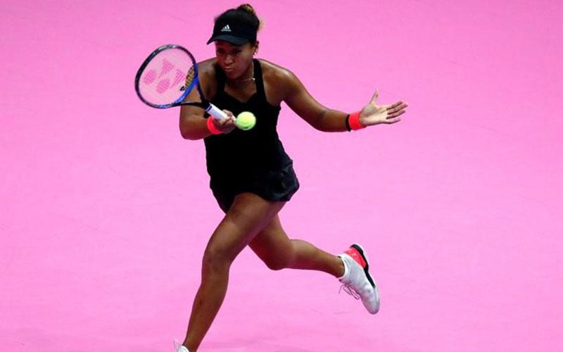 Naomi Osaka of Japan returns a ball to Camila Giorgi of Italy