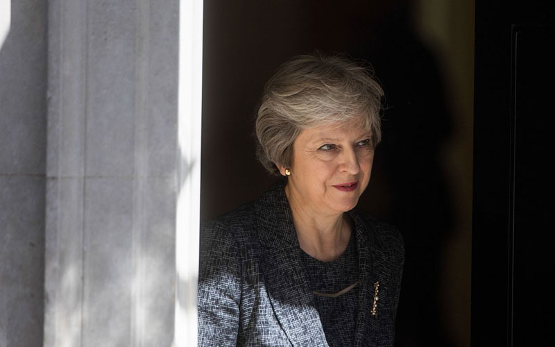 Cabinet rallies around May on Chequers plan for Brexit