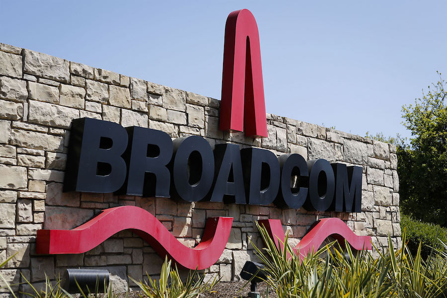 Broadcom signs deals to supply wireless chips to Apple
