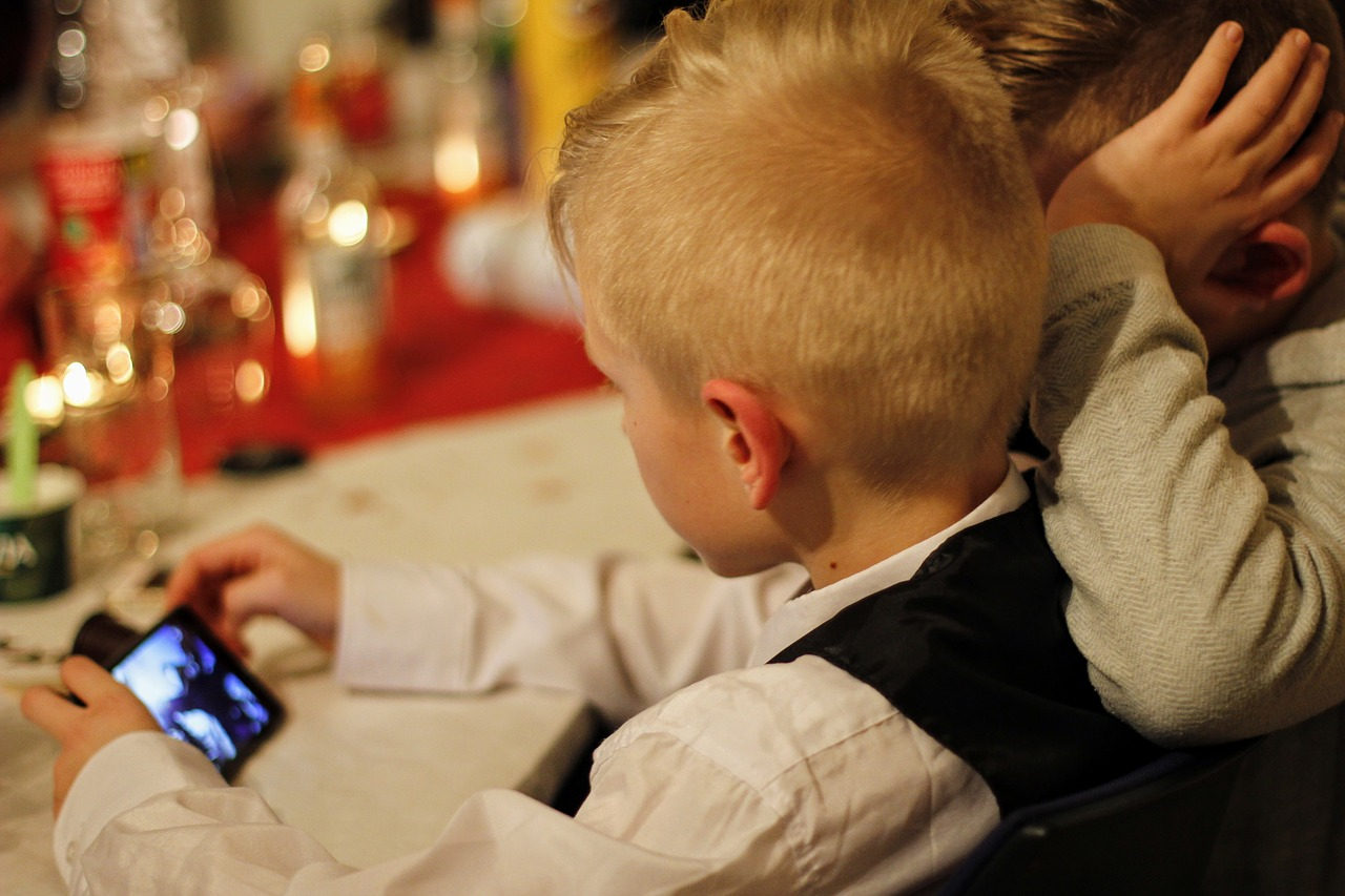 Too much screen time 'changes the structure of children's brains', study suggests