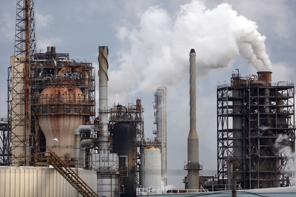 Natural Gas Plunges As Oil Prices Consolidate