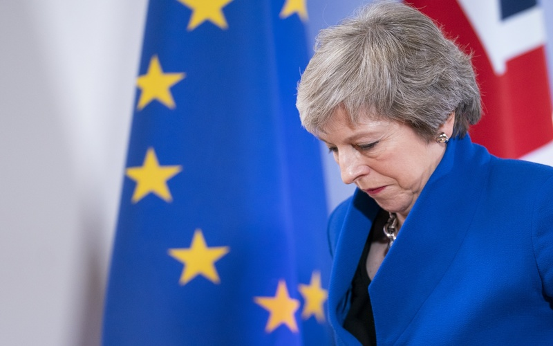 Pound dramatically tanks as Theresa May postpones Brexit deal vote
