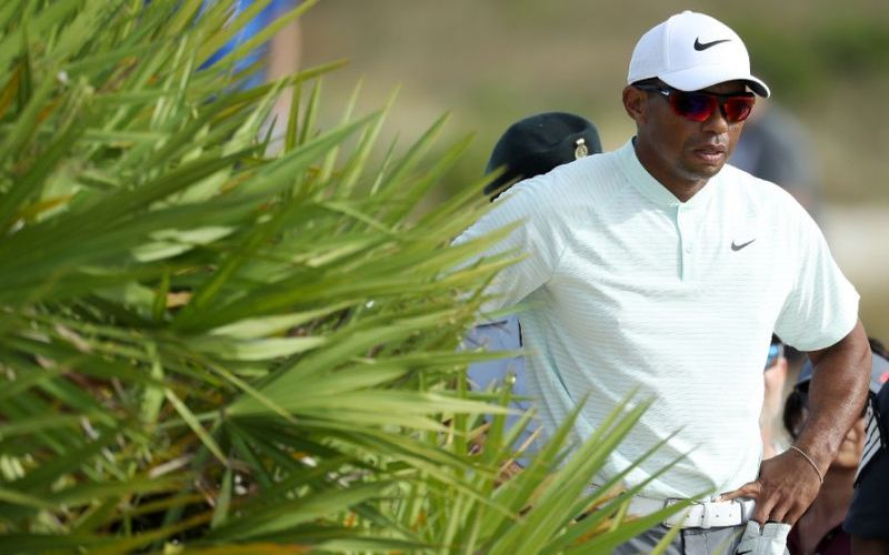 Tiger Woods struggles as Patrick Reed, Patrick Cantlay lead in Bahamas