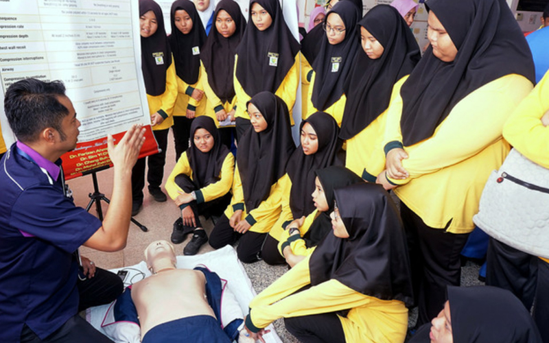 Make emergency first aid a compulsory subject in schools