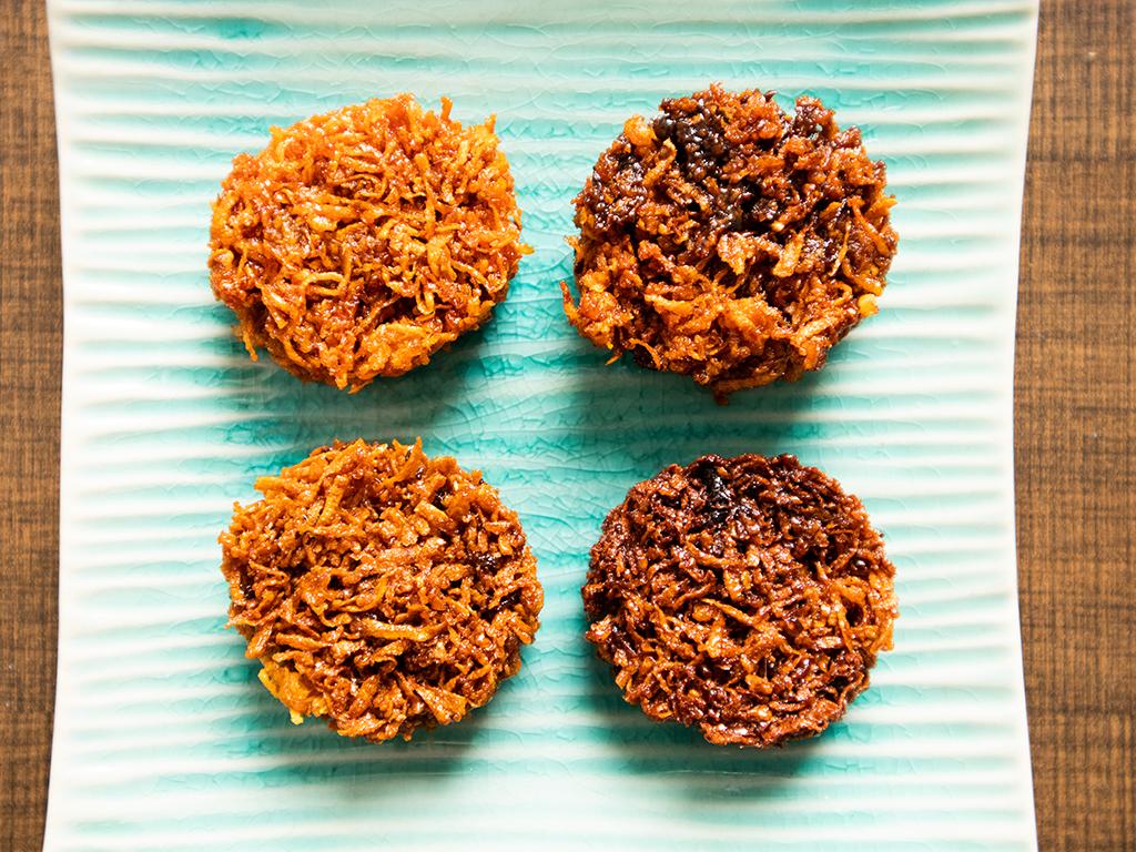 Listen To That Crunch Sinfully Good Kuih Cakar Ayam