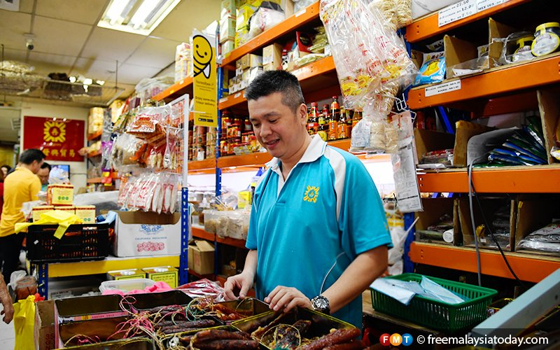 Traditional Chinese sundry shop goes online to appeal to