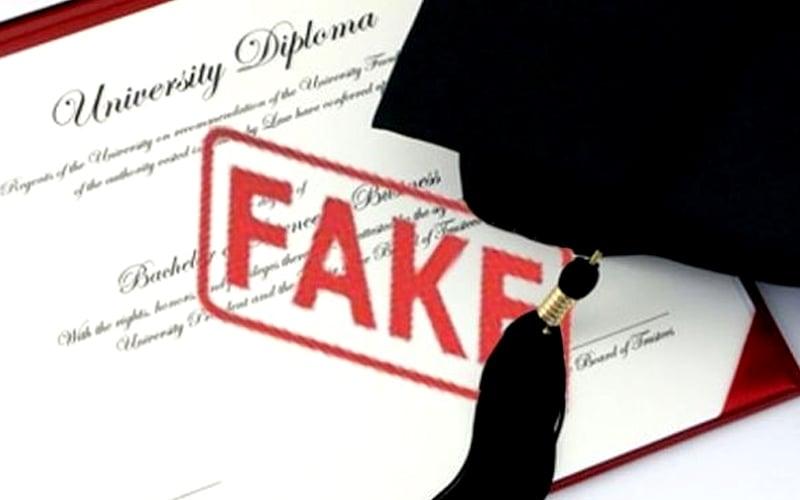 Image result for mb johor dengan isu sijil palsu