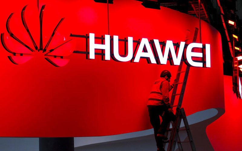Trump to Ban Huawei Tech in US Wireless Networks