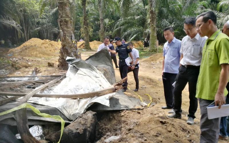 China plastic waste dumped at Bukit Mertajam oil palm estate | Free