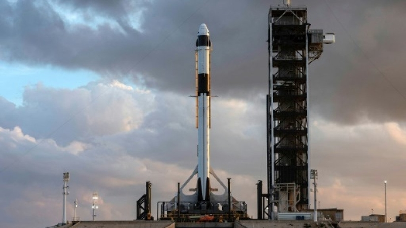 SpaceX debuts new crew capsule in crucial test flight