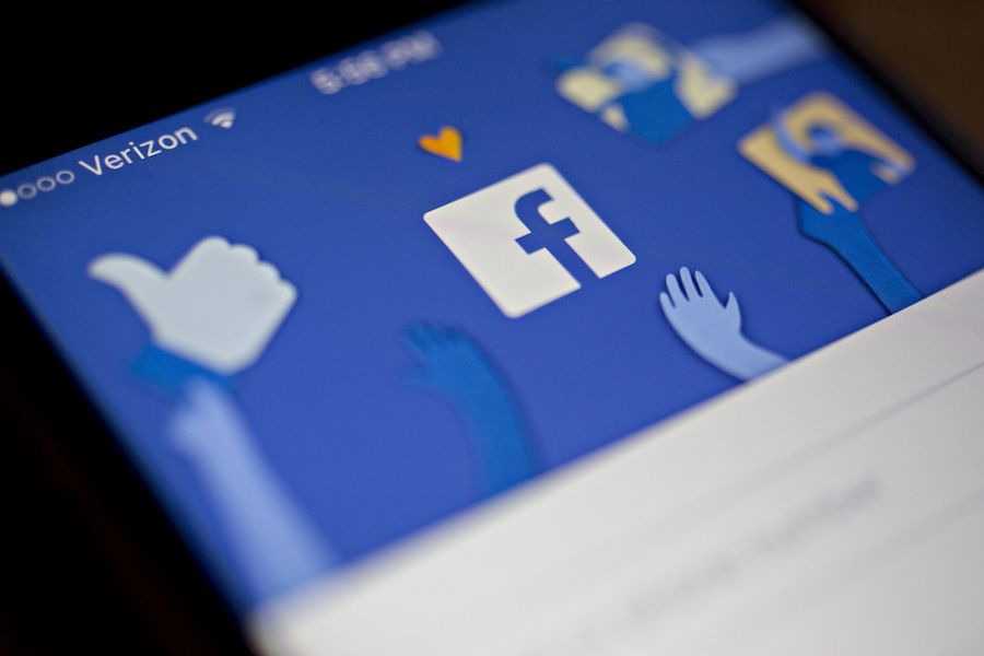 Facebook weighs refunding advertisers as system outage